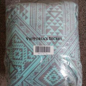 RARE VS PINK teal/mint aztec sherpa blanket